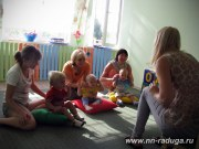 Малыши находят уши, рот, нос и глазки